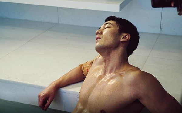 so-ji-sub-khoe-body-04