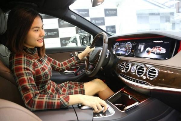 Mercedes S 400 2015 được trang bị động cơ V6, công suất cực đại 333 mã lực tại 5.250 - 6.000 vòng/phút cho mức tiêu hao nhiên liệu của xe vào khoảng 8,1 lít cho quãng đường dài 100km.