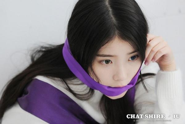 IU với album tai tiếng Chat-Shire gây ồn ào trong Kpop vừa qua.