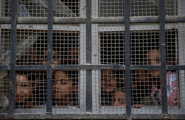 Các em học sinh trong lớp học nằm dưới quyền kiểm soát của quân nổi dậy tại Damascus, 19/10/2015.
