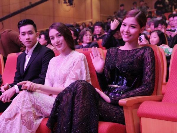 Bộ ba Võ Cảnh, Lê Hà và Kỳ Hân được xếp ngồi ở hàng ghế VIP.