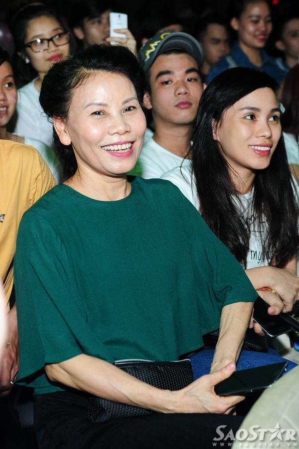 Mẹ Hồ Ngọc Hà cũng đến mừng sinh nhật con gái cưng.