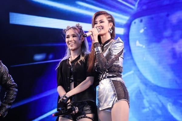 """""""Một nửa"""" xinh đẹp, tài năng của Ông Cao thắng cũng tranh thủ giới thiệu thực tập sinh MEI - người sẽ xuất hiện bên cạnh cô trong MV Boom Boom và cũng là thành viên của nhóm nhạc Lip B sắp ra mắt."""