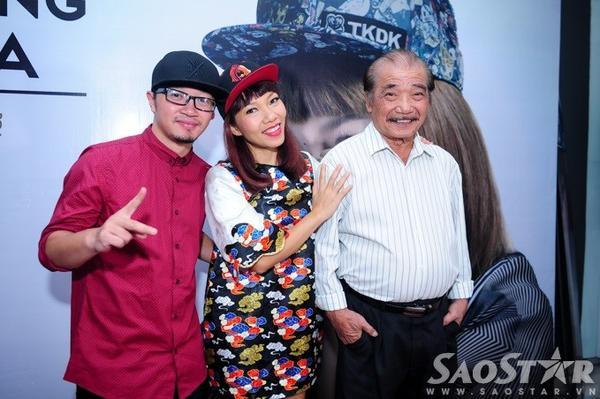 Bộ ba Hà Lê, Trần Thu Hà và NSND Trần Hiếu chụp ảnh lưu niệm cùng nhau.