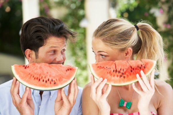 Couple-Enjoying-Slices-Of-Water-Melon