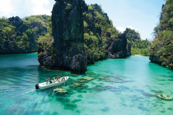 Vùng biển El Nido ở Philippines.