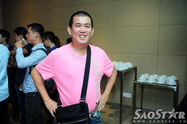 Nghệ sĩ hài Nhật Cường một mình đến sự kiện. Năm nay, anh lọt top Video hài có lượt xem nhiều nhất cùng Thu Trang và Trường Giang.