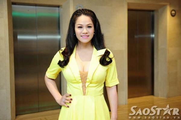 Chiều 24/11, tại TP HCM, POPS Awards 2015 tổ chức buổi họp báo nhằm giới thiệu giải thưởng cũng như công bố danh sách top 3 thuộc các đề cử. Xuất hiện trong vai trò nghệ sĩ khách mời có sản phẩm âm nhạc vào top, Nhật Kim Anh thu hút nhiều sự chú ý của cánh truyền thông. Đây là lần thứ 2 cô xuất hiện tại một sự kiện của làng giải trí Việt kể từ lúc sinh con trai đầu lòng. Trước đó 2 ngày, nữ ca sĩ cũng chính thức trở lại V-pop bằng việc tham gia một đêm nhạc ở Tây Ninh.