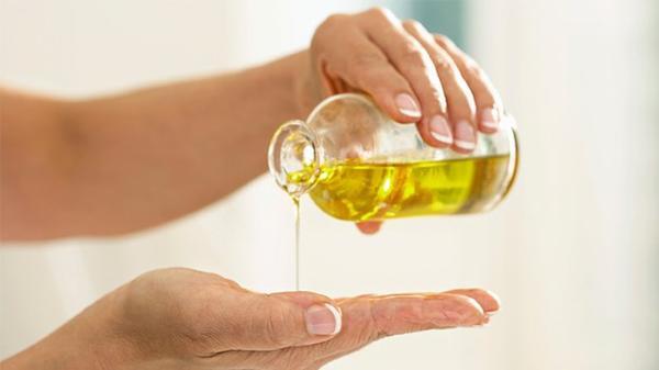 Rửa mặt bằng loại dầu có khả năng làm sạch giúp da bạn sáng khỏe, trị mụn mà không nhờn bóng, khó chịu.