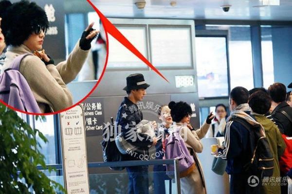 Theo ghi nhận của phóng viên, Châu Tấn và Lưu Sướng đã cùng đặt vé máy bay du lịch, đi ăn chung. Một vài trang tin cho rằng, nữ diễn viên nổi tiếng đã cặp kè với người mẫu trẻ sau lưng ông chồng nổi tiếng.