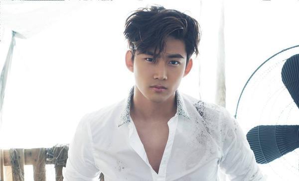 Ok Taecyeon - thành viên nhóm nam 2PM có tính cách thẳng thắn bộc trực, đồng thời thân thiện cởi mở được lòng giới trong nghề.
