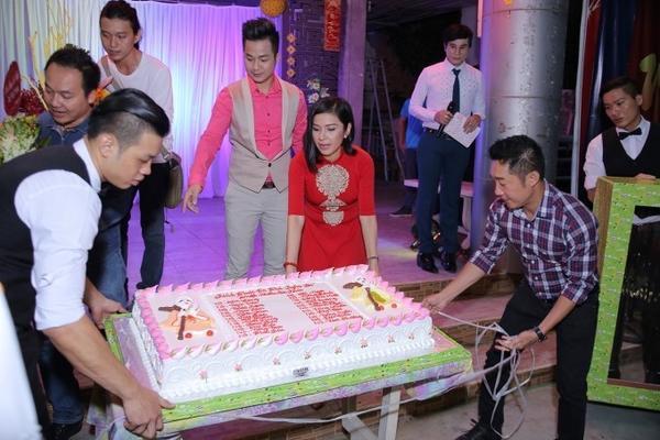 Việt Trinh chuẩn bị cho buổi tiệc sinh nhật