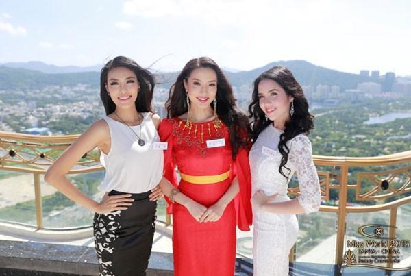 Ngay những ngày đầu của cuộc thi, Lan Khuê trở thành tâm điểm của giới truyền thông nước ngoài. Không những được xuất hiện trên đầu bản tin tức, hình ảnh Lan Khuê tự tin tỏa sáng bên cạnh thí sinh của Singapore (đứng giữa) và Malaysia. Bức ảnh của 3 người đẹp được lấy làm ảnh đại diện cho loạt hình chân dung các thí sinh.