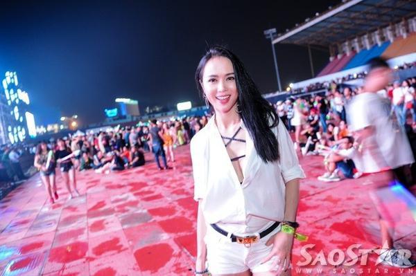 Người đẹp Vũ Ngọc Anh cũng nhận được nhiều sự quan tâm từ cánh truyền thông, khán giả khi xuất hiện tối qua.