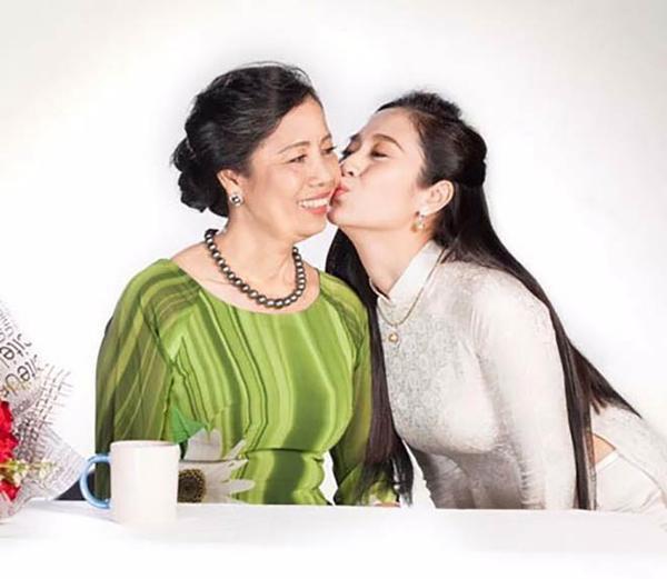 Thanh Thúy và mẹ.