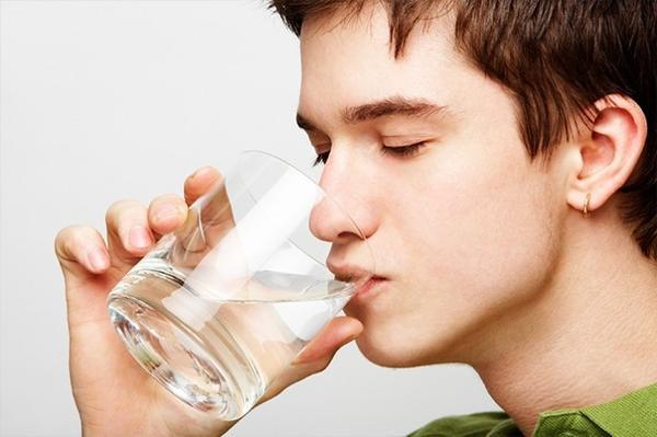 Uống đủ nước giúp tăng tuần hoàn máu não