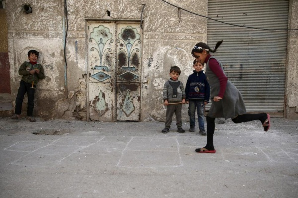 Children play in the Douma neighborhood of Damascus, Syria November 26, 2015. REUTERS/Bassam Khabieh