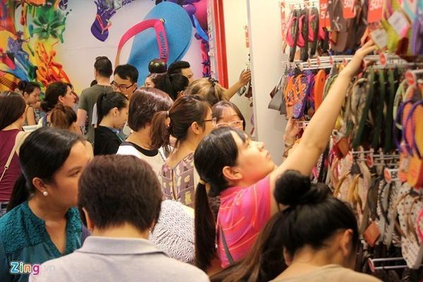 Black Friday năm 2014, một số đơn vị ở Việt Nam cũng áp dụng khuyến mại ăn theo và bước đầu thu hút khách hàng quan tâm.