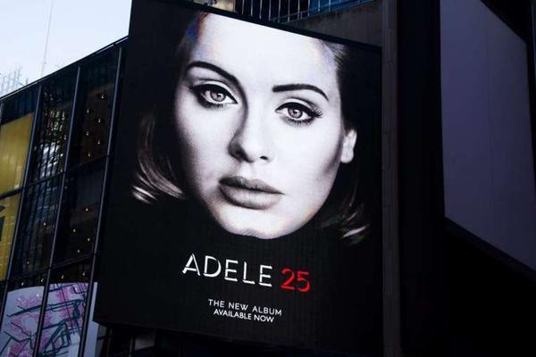 3,38 triệu bản album 25 đã được tiêu thụ.