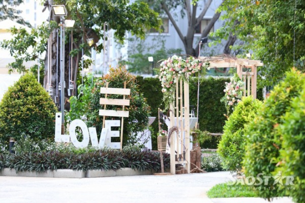Cổng vào khu vườn tình yêu của Diễm Hương - Quang Huy.