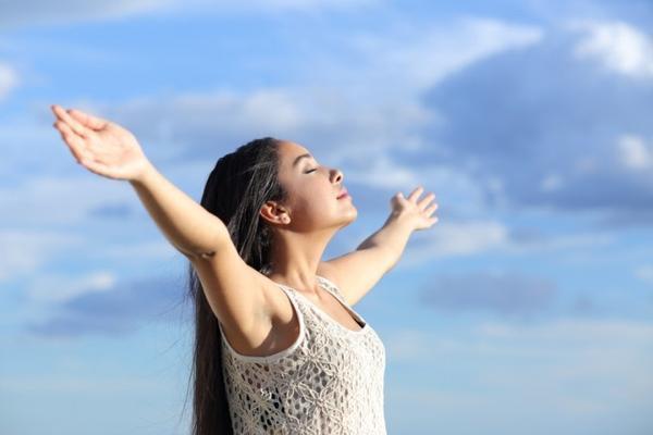 Hít thở sâu thay cho ngủ trưa cũng giúp cho trí não được nghỉ ngơi.