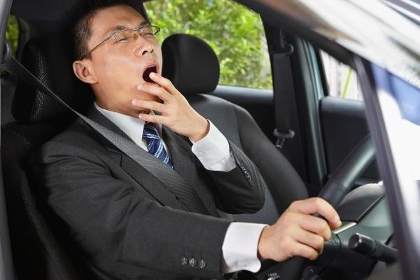 Buồn ngủ khi lái xe rất nguy hiểm