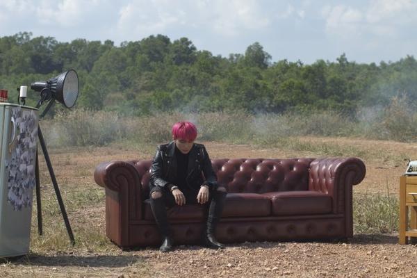 Một cảnh trong MV 6