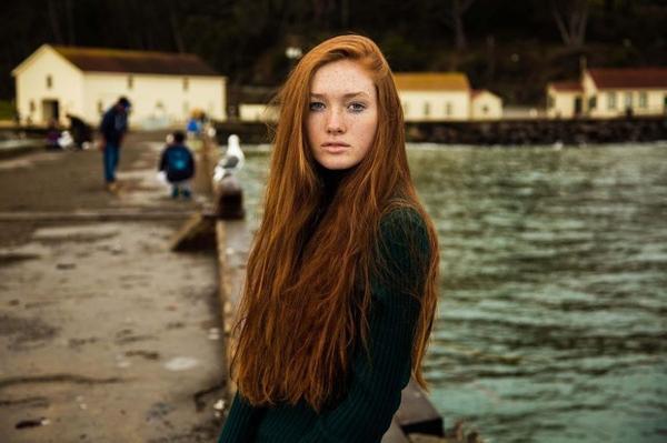 Có đôi khi, Mihaela mất cả vài tiếng đồng hồ để chụp một cô gái mà mình phát hiện ra trên mạng xã hội chỉ vài ngày trước. Trong ảnh là cô gái đến từ San Francisco, California.