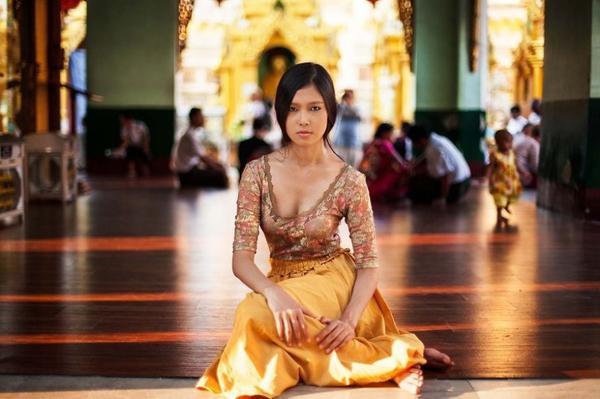 Mục tiêu của Mihaela là chụp thêm nhiều cô gái ở những quốc gia khác trên thế giới, với thông điệp giữ gìn vẻ đẹp tự nhiên trong xã hội đa sắc màu hiện này. Đây là một thiếu nữ ở Yangon, Myanmar.
