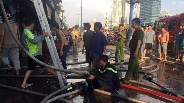 Lực lượng PCCC tại hiện trường - Ảnh: Thuận Thắng