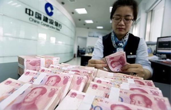 Đồng nhân dân tệ mạnh lên khiến hàng hóa TQ sẽ tràn vào Việt Nam ngày càng nhiều hơn. Ảnh: TM.