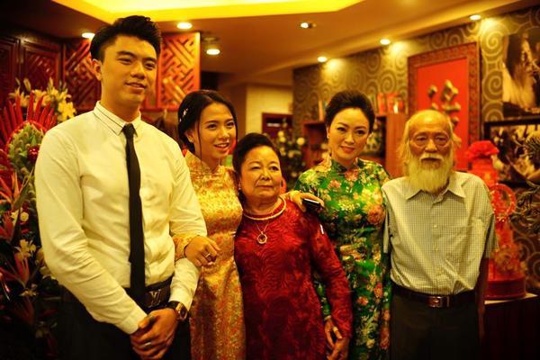 Gia đình Văn Quỳnh chồng của Kiều Anh.