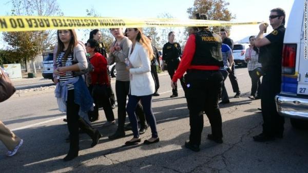 Cảnh sát phong tỏa hiện trường vụ xả súng _ Ảnh: CNN.