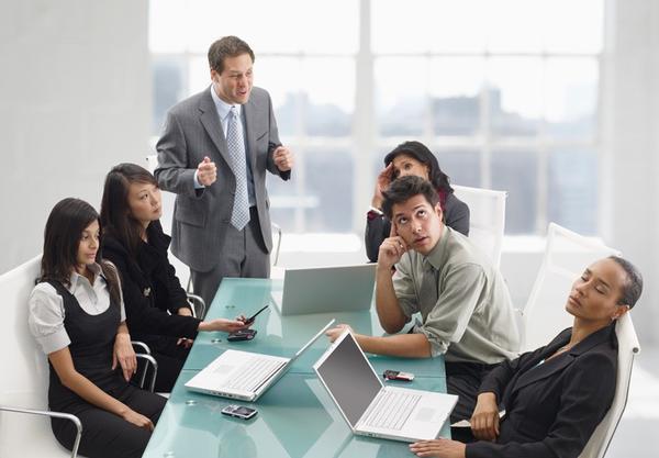Không có tinh thần làm việc theo nhóm,chỉ khăng khăng làm theo ý mình.
