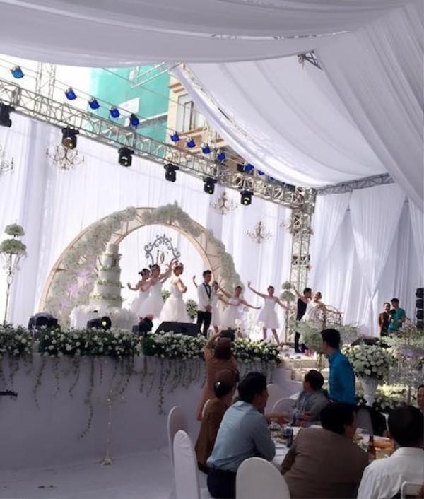 Cận cảnh sân khấu cực hoành tráng tại đám cưới.