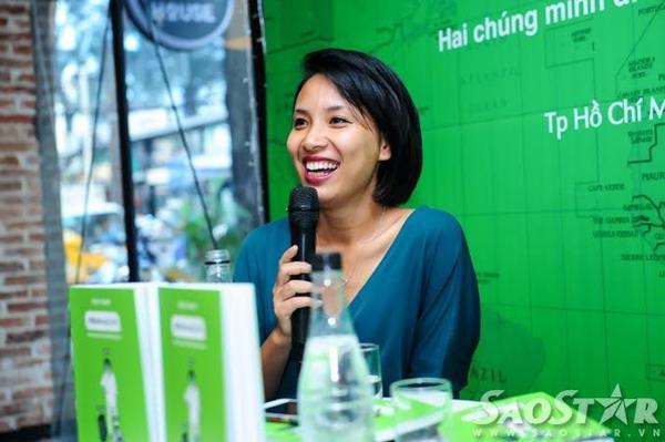 MC Thùy Minh trong buổi họp báo chiều 3/12.