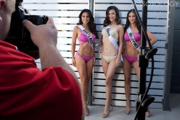 Hình ảnh các người đẹp trong trang phục bikini.
