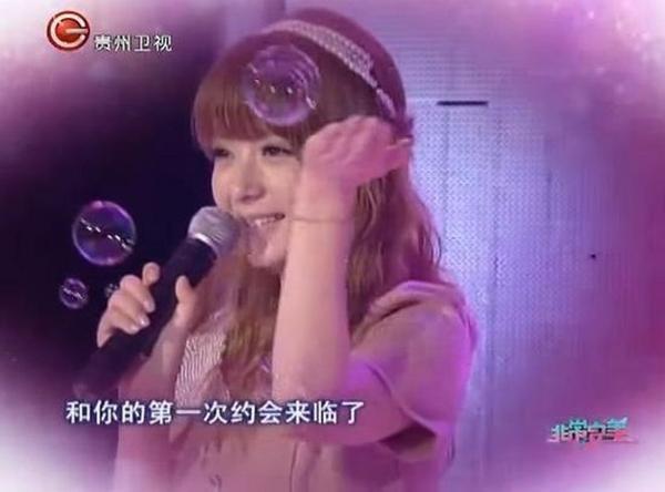 """""""Hình ảnh khi đó và bây giờ cho thấy sự đối lập lớn. Một cô gái chỉ đáng yêu và một người đẹp"""" - Sina đánh giá."""