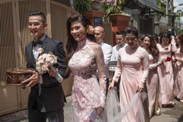 Lương Thế Thành và Trúc Diễm vừa tổ chức lễ đính hôn tại tư gia