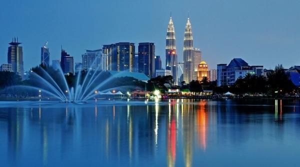 Malaysia cũng vừa phát đi thông báo tăng cường an ninh quốc gia sau khi có báo cáo về sự lẩn trốn của các phần tử đánh bom cảm tử tại nước này.