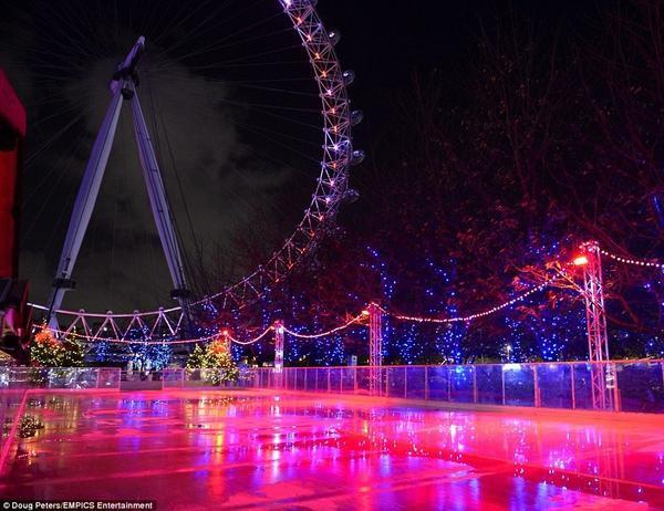Ngay gần London Eye cũng có sân trượt băng. Chắc hẳn bạn sẽ có nhiều tấm ảnh độc đáo nếu đến trượt băng trong khung cảnh ấn tượng này.