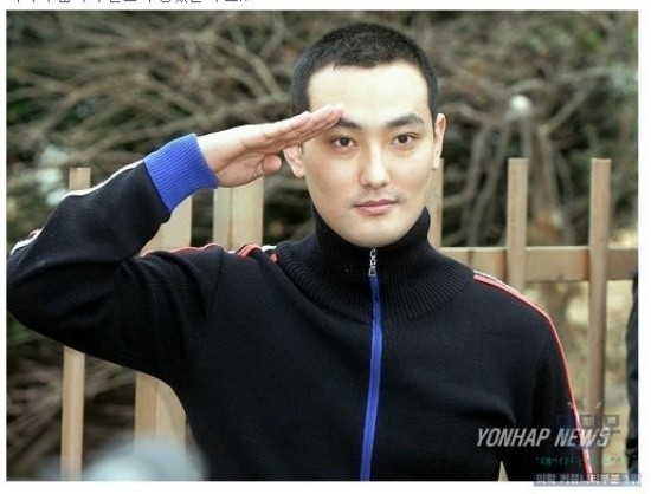 Kang Ta bị chứng hói đầu.
