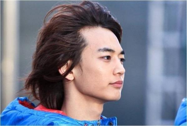 Thành viên Minho (SHINee) luôn mất điểm với mái tóc lưa thưa phía trước.