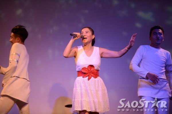 Ở phần sau của chương trình, Thu Minh gửi đến các fan chuỗi bản hit gồm: Just Love, Đừng yêu, Taxi, Đường cong, Xinh...