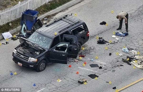 Hiện trường vụ xả súng tại bữa tiệc cuối năm dành cho các nhân viên trung tâm xã hội ở hạt San Bernardino, bang California. FBI đang điều tra vụ án theo hướng khủng bố nhưng chưa khẳng định hung thủ hành động theo kế hoạch của tổ chức Nhà nước Hồi giáo tự xưng (IS) (ngày 3/12).