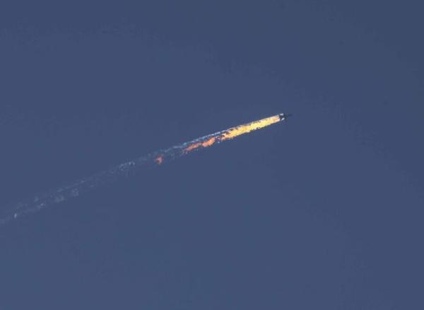 """Thổ Nhĩ Kỳ bắn rơi chiến đấu cơ Su-24 của Nga khi cho rằng máy bay Nga xâm phạm không phận bay nước này hôm 25/11. Tổng thống Putin gọi hành động này là """"cú đâm sau lưng của kẻ đồng phạm khủng bố"""". Mối quan hệ Nga - Thổ ngày càng trở nên xấu hơn trong cuộc chiến chống khủng bố tại Syria lúc này."""