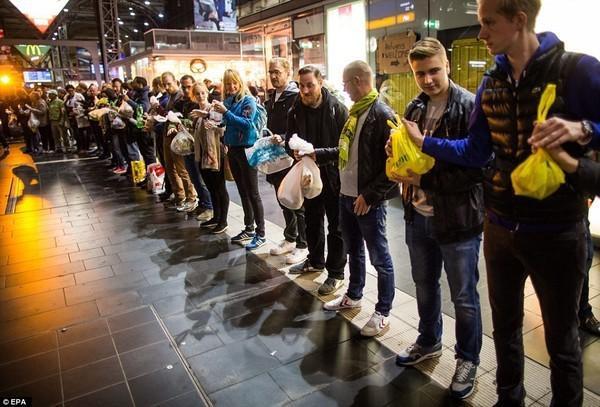 Nước Đức chào đón dân tị nạn Syria trong sự ấm áp.
