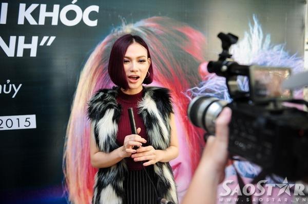 Sự trở lại của nữ ca sĩ được giới truyền thông quan tâm, ủng hộ.