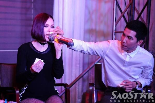 Thu Thủy bật mí, trong tháng 12, cô sẽ tiến hành quay MV cho một bản pop ballad mới được phối theo phong cách RnB. Trong ảnh: Thu Thủy và đạo diễn Mai Khang.