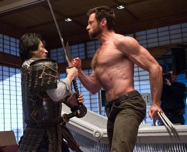 Dù không có được sự hỗ trợ của trang phục như những siêu anh hùng khác, gã Người Sói vẫn rất cuốn hút vớithân hình nửa trần.